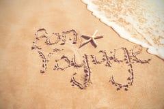 Bonresa som är skriftlig på sand royaltyfri bild