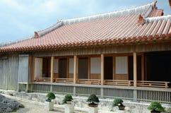 Bonsais y casa japonesa tradicional Imagen de archivo