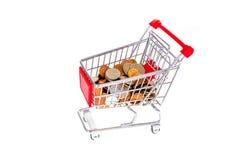 Boodschappenwagentje dat met geld wordt gevuld Consumentisme symbolische conceptueel Royalty-vrije Stock Afbeeldingen