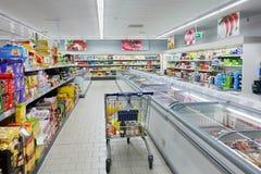 Boodschappenwagentje in een ALDI-supermarkt Stock Foto