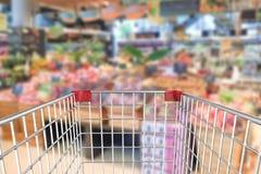 Boodschappenwagentje in supermarkt Stock Afbeelding