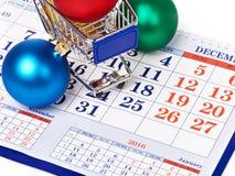 Boodschappenwagentjes en Kerstmisballen op kalender Stock Afbeeldingen