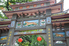 Boog bij ingang aan de Villa van het Hagedoornpari in Singapore Stock Foto's