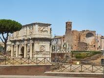 Boog Constantino en Tempel van Venus en Rome Lazio, Italië Royalty-vrije Stock Foto