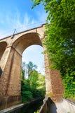 Boog de dichte van meningsviaduc (Passerelle), Luxemburg Stock Afbeeldingen