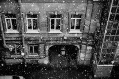 Boog in de putwerf in het centrum van St. Petersburg Royalty-vrije Stock Afbeeldingen