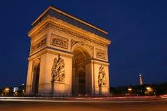 Boog DE triomphe bij nacht, Parijs stock afbeelding
