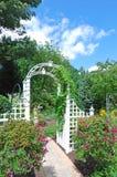 Boog in de tuin Stock Foto