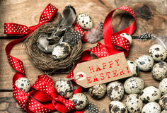 Boog en markering Gelukkige Pasen van het paaseieren de rode lint Stock Fotografie