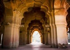 Boog in Lotus Mahal in Hampi, India Stock Foto's