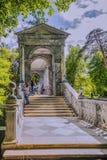 Boog Marmeren brug in Tsarskoe Selo de tuin van Alexander stock fotografie