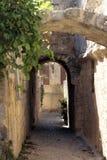 Boog in oude stad Stock Afbeeldingen