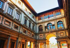Boog in Piazzale-degli Uffizi in Florence royalty-vrije stock afbeelding