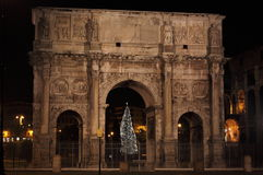 Boog van Constantine 's nachts in de tijd van Kerstmis Stock Fotografie