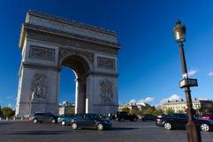 Boog van Triomf in Parijs Stock Foto's