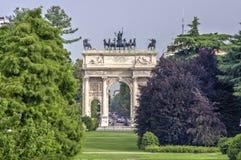 Boog van Vrede van Poort Sempione in Milaan, Italië Royalty-vrije Stock Foto's