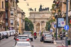 Boog van Vrede van Poort Sempione in Milaan, Italië stock fotografie