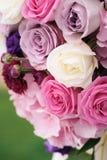Boogelement met bloemen voor huwelijksdecoratie Stock Fotografie