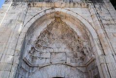 Boogingang aan de oude moskee stock afbeeldingen