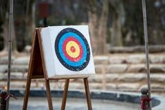 Boogschieten met pijlen en gaten van vorige klappen Royalty-vrije Stock Afbeeldingen