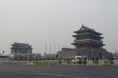 Boogschietentoren en de Poort van Qianmen Zhengyangmen van de Zenitzon in historische de stadsmuur van Peking Royalty-vrije Stock Foto's