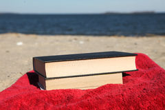 Book on beach 1 Stock Photos