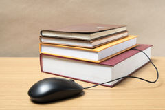 Book and computer mouse Royalty Free Stock Photos