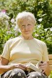 book elderly woman Στοκ Φωτογραφία