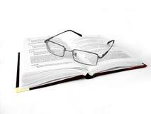 book glasses reading Στοκ φωτογραφία με δικαίωμα ελεύθερης χρήσης