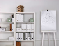 Bookcase z falcówkami Zdjęcia Stock