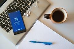 bookishly com-applikation på smartphonen arkivfoto