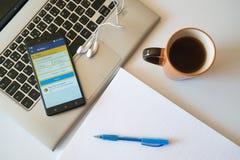 bookishly com går applikationen på smartphonen fotografering för bildbyråer