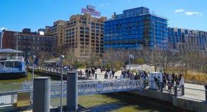 Booklyn Nowy Jork - 1, 2017 - widok od Brooklyn mosta MANHATTAN, NOWY JORK, KWIECIEŃ - Zdjęcia Royalty Free
