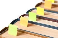 bookmarks стог книг стоковое изображение rf