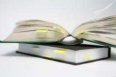 Bookmarks in den Büchern Stockfotografie