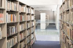 Books arranged in shelves at university library royalty free stock images