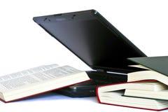 books bärbar dator Royaltyfria Foton