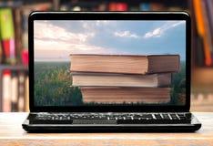 books bärbar datorskärmen Arkivfoton