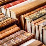 Books bakgrund Gamla manuskript i rad Arkivfoton