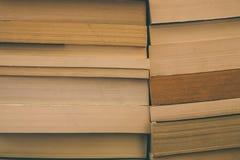 Books bakgrund Gammal tappning bokar bakgrund Utbildning och kunskap, lär, studie- och vishetbegreppet books den gammala bunten Arkivfoto