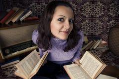 books den gulliga flickan Royaltyfri Fotografi