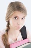 books den tonårs- flickan Arkivfoton