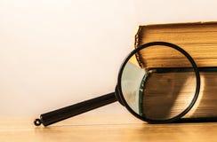 books exponeringsglasförstoring Royaltyfri Bild