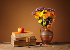 Books and flowers Royalty Free Stock Images