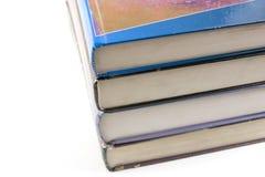 books gammalt som staplas upp arkivfoton