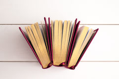 books guld- Arkivfoton