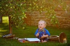books pojken little Arkivfoto