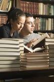 books vertikala deltagare Arkivfoto