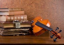 Books and violin Royalty Free Stock Images
