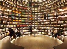Bookstore зеркала стоковая фотография